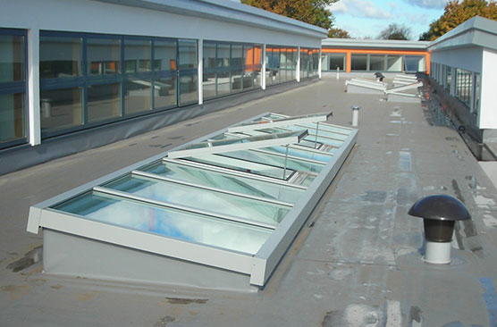 Monopitch rooflight with vents